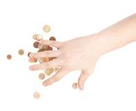 Hand die over de stapel van muntstukken behandelen Royalty-vrije Stock Foto