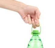 Hand die plastic fles houden. Royalty-vrije Stock Foto's