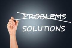 Hand die Problemen kruisen, Schrijvend Oplossingen Stock Foto