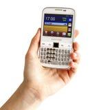 Hand, die Samsungs-Galaxie Y Pro-B5510 hält Lizenzfreie Stockfotos