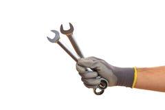 Hand, die Schlüssel auf weißem Hintergrund hält Stockbilder