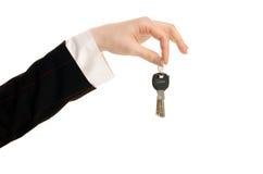 Hand, die Schlüssel hält. Lizenzfreies Stockfoto