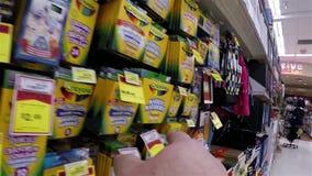 Hand die serie over het plukken wasbare tellers richten stock footage