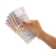 Hand, die siamesisches Geld anhält. Stockfotos