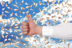 Hand, die sich Daumen zeigt Lizenzfreie Stockfotos
