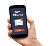 Hand die slimme telefoon met nieuw berichtconcept houden op het scherm Royalty-vrije Stock Fotografie