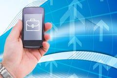 hand die smartphone met grafische koffer gebruiken Royalty-vrije Stock Fotografie