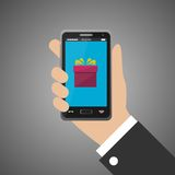 Hand, die Smartphone mit Geschenkikone hält Stockfotos