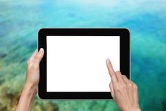 Hand die tablet gebruiken Stock Foto's