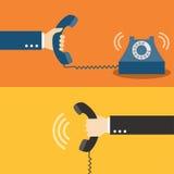 Hand, die Telefon hält Stockbilder