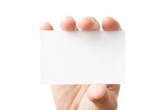 Hand, die unbelegte Visitenkarte anhält Stockfotografie