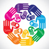 Hand die verschillende sociale media pictogrammen toont Stock Fotografie