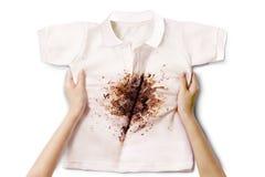 Hand die vuil overhemd houden Stock Foto