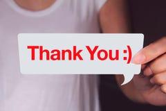 Hand, die weiße Gesprächsblase halten und Darstellen, Ihnen zu danken Benennung lizenzfreies stockbild