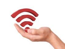 Hand, die wifi Symbol auf weißem Hintergrund hält Stockfoto