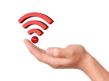 Hand, die wifi Symbol auf weißem Hintergrund hält Lizenzfreie Stockbilder