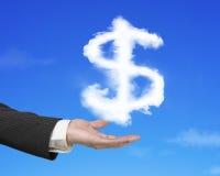 Hand die witte de vormwolk van het dollarteken met blauwe hemel houden Stock Afbeelding
