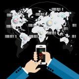 Hand die witte smartphone verbonden het doorbladeren Internet wereld houden Stock Fotografie