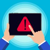 Hand die zwart die tabletapparaat met het teken houden van het het symboolpictogram van het waarschuwingsbericht op achtergrond w vector illustratie