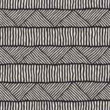 Hand dragen etnisk sömlös modell för stil Abstrakt geometrisk belägga med tegel bakgrund i svartvitt Royaltyfri Fotografi