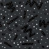 Hand dragen sömlös modell för vektor i memphis stil med band, sicksack och klickar på mörk grå bakgrund Royaltyfri Foto