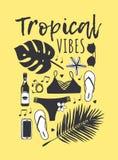 Hand dragen sommaruppsättning av bikinin, palmblad, solglasögon, öl, telefon tropisk vektor för bakgrund Konstnärlig doddle stock illustrationer