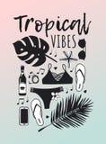 Hand dragen sommaruppsättning av bikinin, palmblad, solglasögon, öl, telefon tropisk vektor för bakgrund Konstnärlig doddle royaltyfri illustrationer