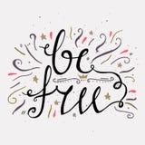 Hand dragen typografiaffisch Var fri Inspirerande och motivational affischer Stilfull typografisk affischdesign i gullig stil Royaltyfri Bild