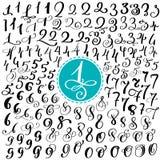 Hand dragen vektoruppsättning av calligraphic färgpulvernummer för din design, kalligrafiborstebokstäver för att förpacka för log stock illustrationer