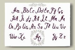 Hand dragit alfabet som är skriftligt med borstepennan Full version Arkivfoton