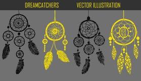 Hand-dragit med färgpulverdreamcatchers med fjädrar Arkivbilder