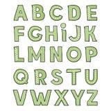Hand-drawm nettes grünes Alphabet Kindischer spielerischer Guss auf weißem Hintergrund Stockbilder