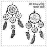 Hand-drawn met inkt twee dreamcatchers met veren royalty-vrije illustratie
