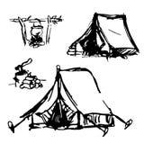 Hand-drawn tenten, evenals een vuur met een voedselpot en brandhout met een bijl vector illustratie
