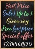 Hand-drawn uithangbord met geplaatste de inschrijvingen van het kleurenkrijt Stock Foto