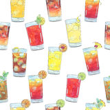 Hand drawn watercolor seamless pattern with cocktails with fruits and berries Royalty Free Stock Photos