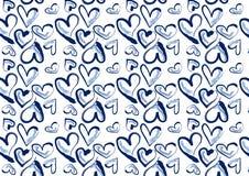 Hand drog hjärtor i blå grov bomullstvill Fotografering för Bildbyråer