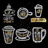 Hand drog kaffekoppar med bokstäver Royaltyfria Foton