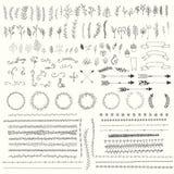 Hand drog tappningsidor, pilar, fjädrar, kransar, avdelare, prydnader och blom- dekorativa beståndsdelar royaltyfri illustrationer