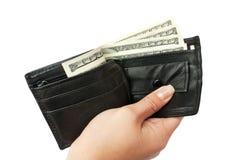 Hand einen Geldbeutel mit einem Geld geben Lizenzfreie Stockfotos