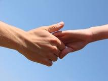 Hand in einer Hand lizenzfreies stockbild