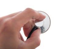 Hand eines Arztes, der ein Stethoskop hält Stockbild