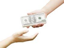 Hand eines Mannes, der 100 Dollarscheine hält Lizenzfreie Stockbilder