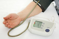 Hand an elderly woman with a sphygmomanometer Royalty Free Stock Photos