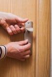 Hand en deur. royalty-vrije stock afbeeldingen
