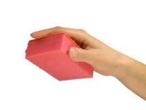 Hand en rode spons Stock Afbeelding