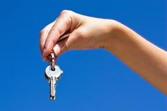 Hand en sleutels Royalty-vrije Stock Afbeeldingen