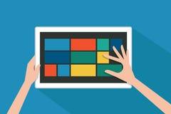 Hand en tablet Stock Foto's