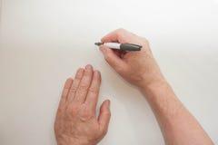 Hand en teller De mensen` s hand schrijft Stock Foto's