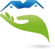 Hand en twee huizen, daken, onroerende goederenembleem Stock Foto's